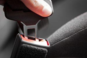 Gros plan sur la ceinture de sécurité