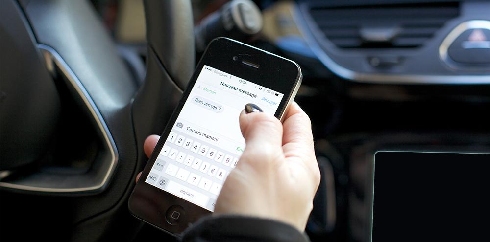 Eviter les sms au volant, mieux vaut s'arrêter pour répondre