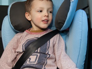 Avoir le bon siège-auto, c'est bien. Attacher correctement l'enfant selon le dispositif, c'est encore mieux. C'est surtout indispensable. Dans tous les cas de figure, il est impératif de lire attentivement la notice du dispositif de retenue établie par le fabricant et respecter scrupuleusement les instructions d'installation.