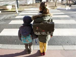 Le grand jour ! Plus de 12 millions d'élèves, les plus jeunes d'entre eux avec leurs parents, reprennent le chemin de leur école, de leur collège ou de leur lycée, l'un des quelque 60 000 établissements scolaires du pays. Les uns à pied, d'autres à vélo ou à cyclo ; certains en car ; d'autres encore en voiture … A tous, notre association rappelle de rester vigilants sur le trajet scolaire. Le jour de la rentrée, bien sûr, mais aussi tous les autres jours de l'année !