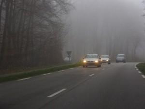 Des journées courtes, les premiers bancs de brouillard, le changement d'heure … Autant de signaux qui doivent inciter les usagers de la route à redoubler de vigilance pour faire face à la mauvaise saison. Particulièrement les plus vulnérables d'entre eux.