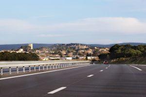 Une belle vue pour le conducteur roulant su rl'autoroute