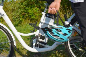 Vélo électrique avec casque