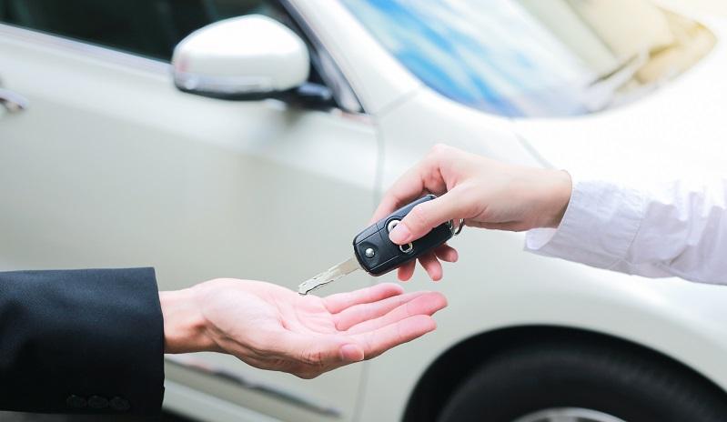 Ventre de voiture échange de clé