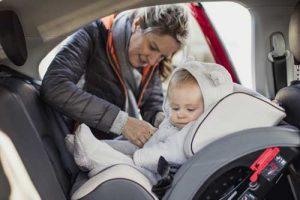 Bébé siège auto dos à la route
