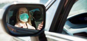 CAutomobiliste femme avec masque